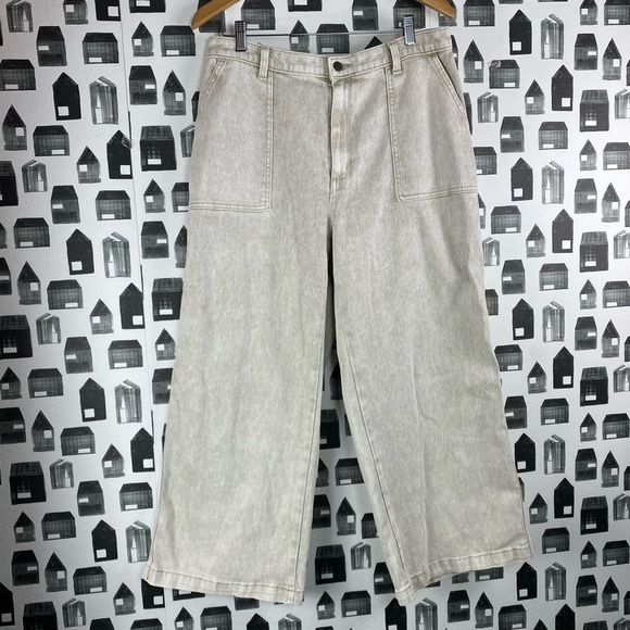 Universal Thread NWOT High Rise Cropped Jeans